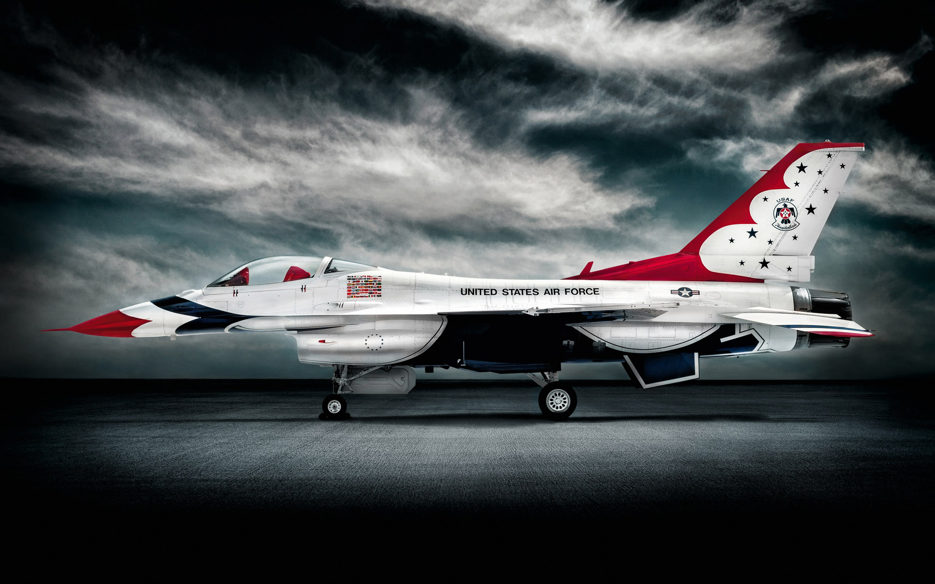 Thunderbirds F16 photographed by Commercial Photographer
